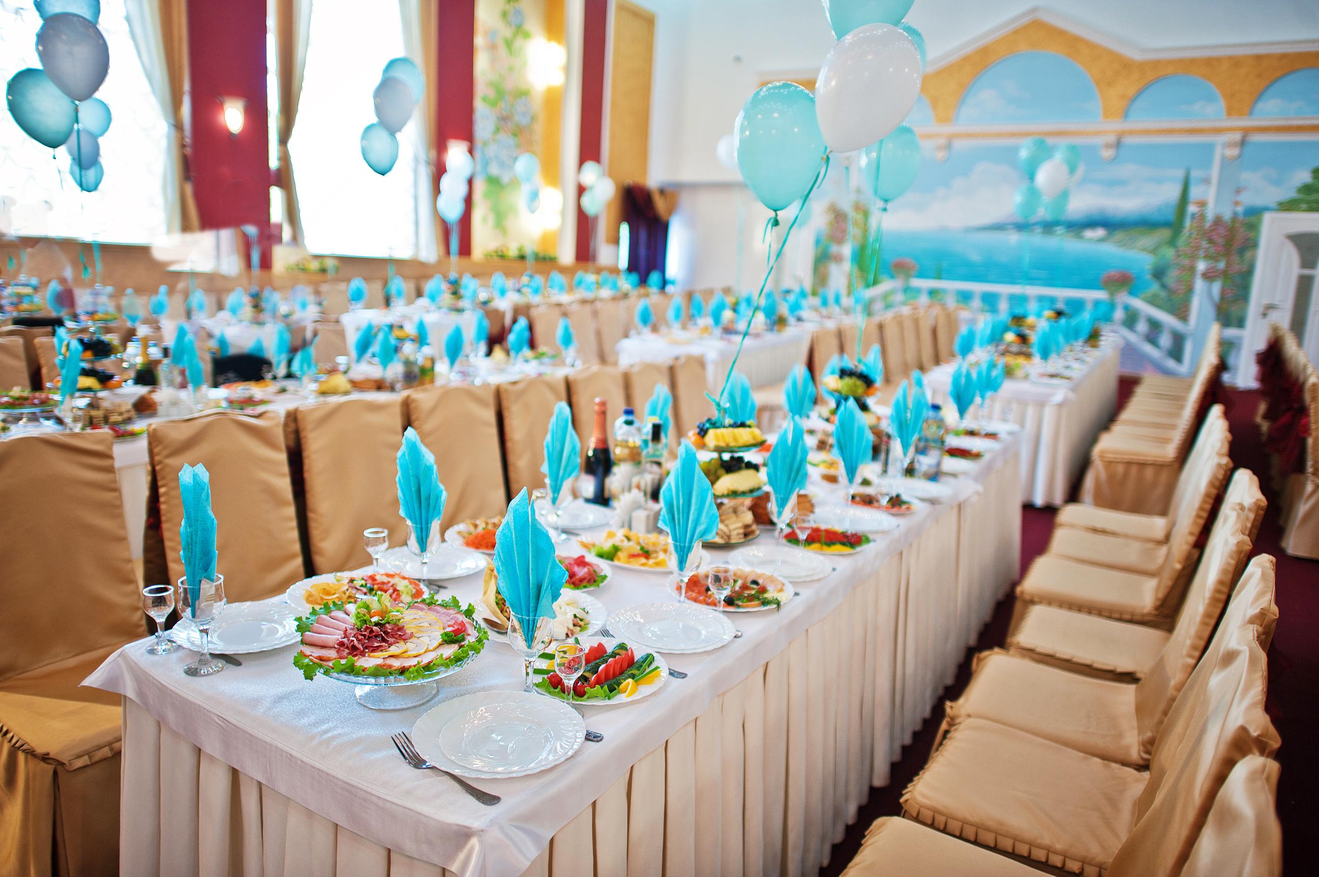 table-mariage-bleu-clair